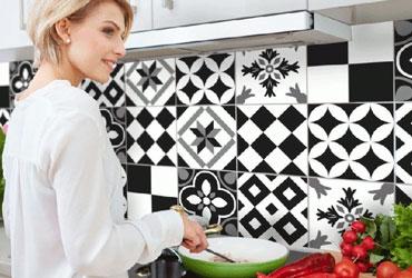 adesivi paraschizzi schienali cucina